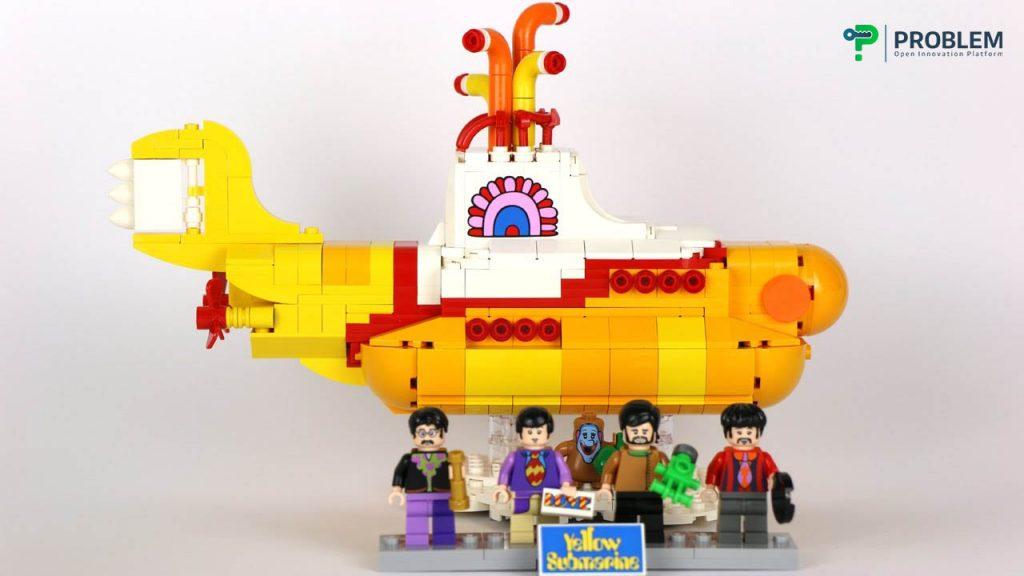 طرح لگو زیردریایی زرد که از طریق نوآوری باز به دست آمد